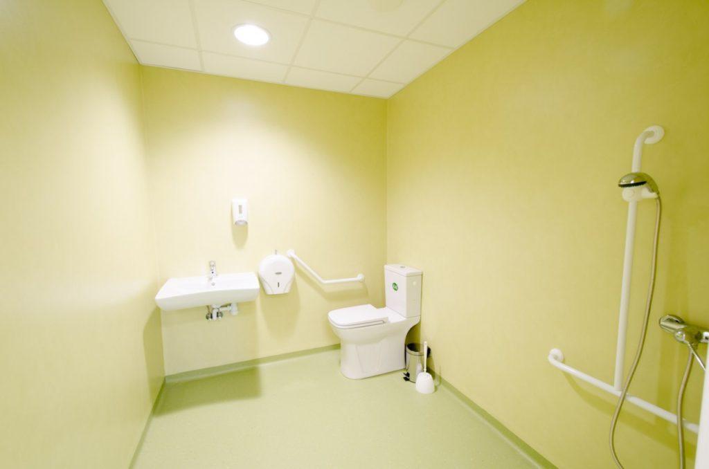 toilettes PMR construction modulaire bois